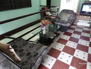 Quoyas Inn Davao Lobby Sitting Area