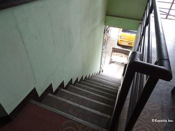 Quoyas Inn Davao Staircase