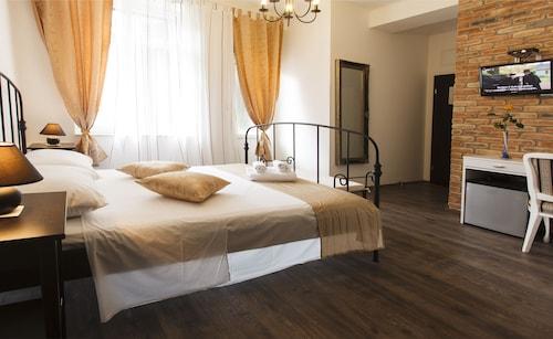 Prior Suites Split, Split