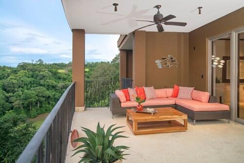 Papagayo Luxury, Liberia