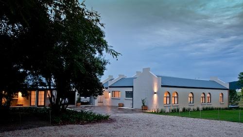 Rare Earth Country House, Eden