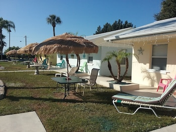 Tropical Bay Inn Motel