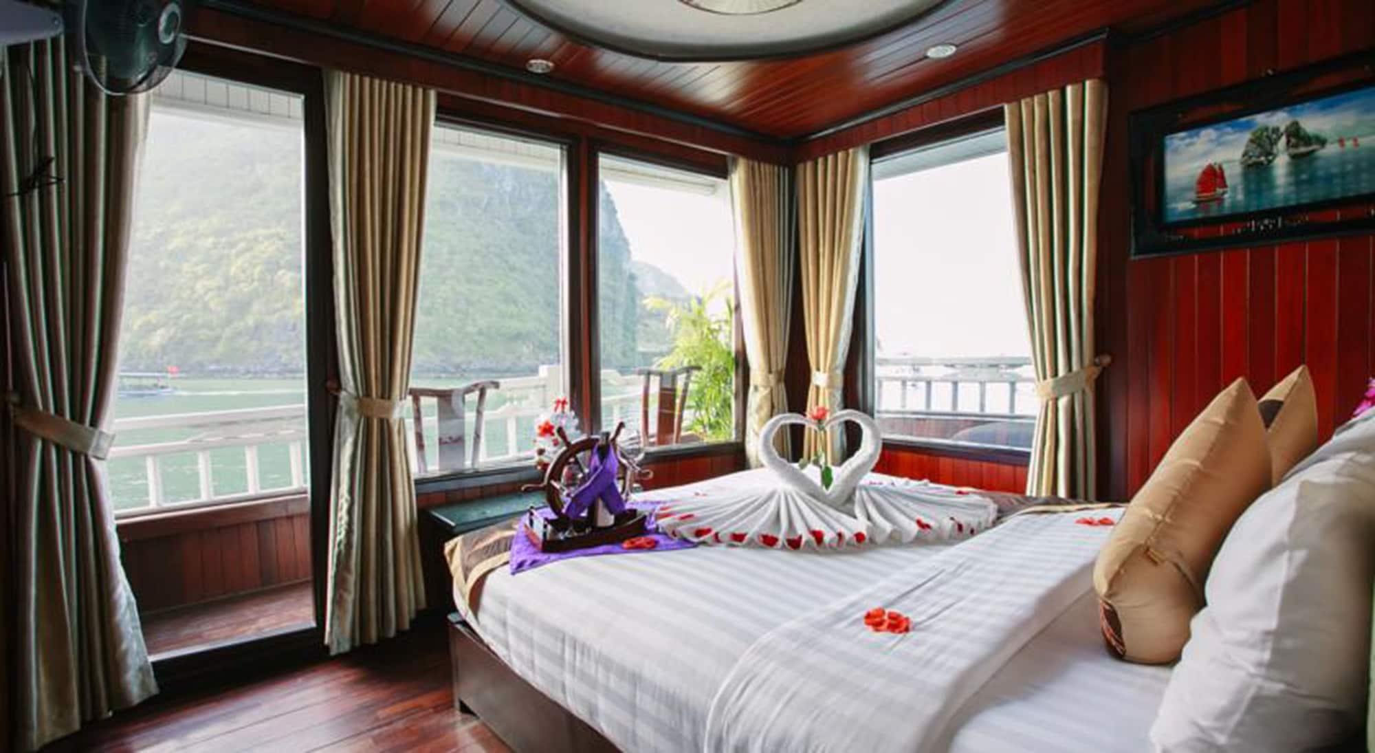 Viola Cruise Halong Bay, Hạ Long