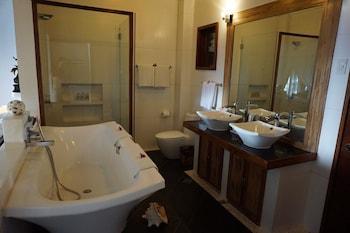 Vellago Resort El Nido Bathroom