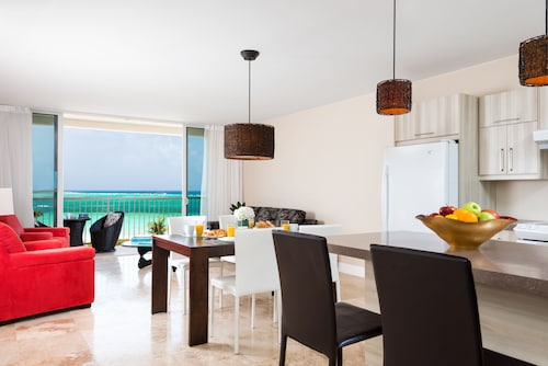 East Bay Resort - All Beachfront Suites,
