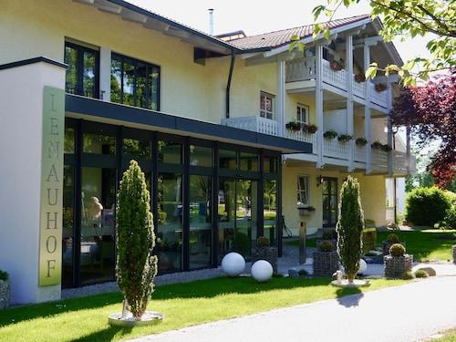 __{offers.Best_flights}__ Hotel Lenauhof