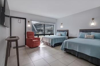 Deluxe Studio Suite, 2 Queen Beds, Kitchen