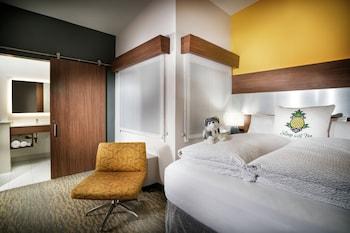 Guestroom at Staypineapple, Hotel Z, Gaslamp San Diego in San Diego