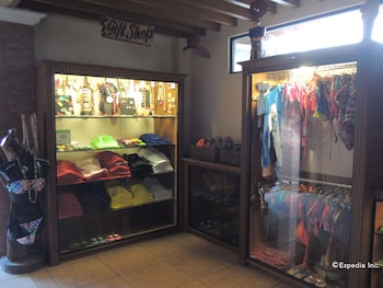 Elsalvador Beach Resort Cebu Gift Shop
