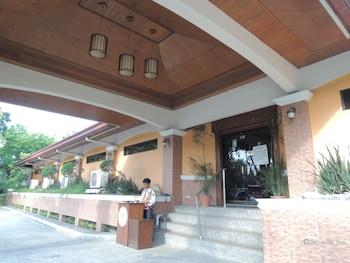 Elsalvador Beach Resort Cebu Hotel Entrance