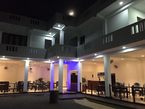 Aurora Hotel & Restaurant, Hikkaduwa