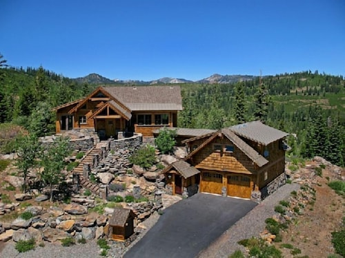 Glacier Luxury Lodge, Nevada