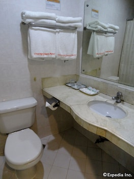Orange Grove Hotel Davao Bathroom