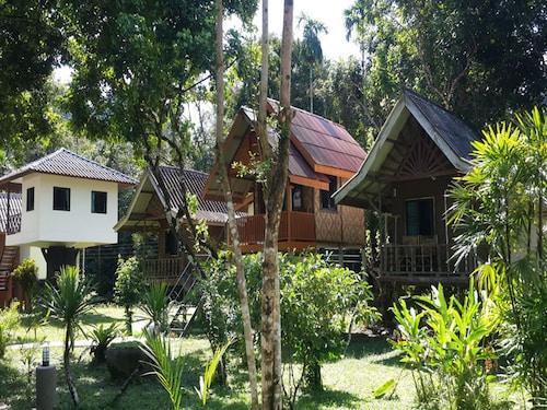 Khao Sok Jungle Huts, Phanom