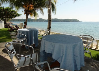 Squares Cafe and Apartments Puerto Galera Outdoor Dining