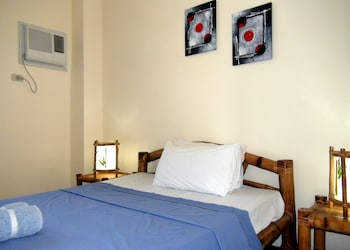 Squares Cafe and Apartments Puerto Galera Guestroom