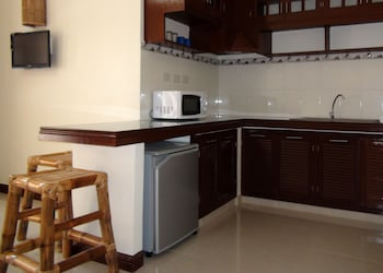 Squares Cafe and Apartments Puerto Galera In-Room Kitchenette