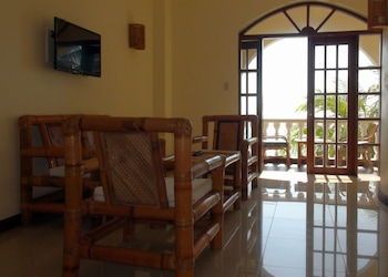 Squares Cafe and Apartments Puerto Galera Beach/Ocean View