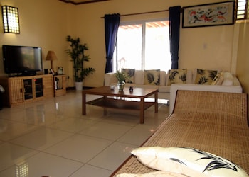 Squares Cafe and Apartments Puerto Galera Living Room