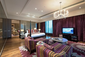 Grande Luxury, Suite, 1 King Bed, Business Lounge Access