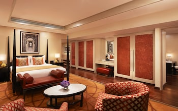 Luxury Suite, 1 King Bed, Business Lounge Access