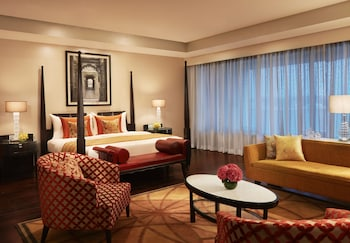 Junior Suite, 1 King Bed, Business Lounge Access