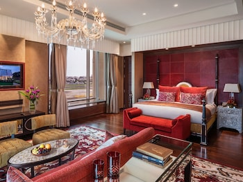 Presidential Suite, Multiple Beds, Business Lounge Access (Runway Facing)