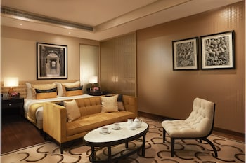 Luxury Room, 1 King Bed, Pool View