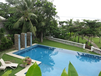 Chateau By The Sea Cebu Outdoor Pool
