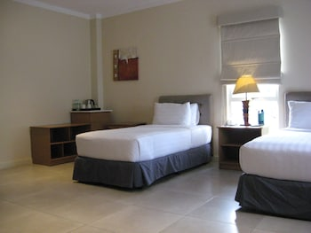 Chateau By The Sea Cebu Guestroom