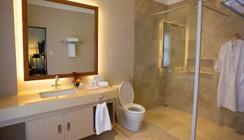 Chateau By The Sea Cebu Bathroom