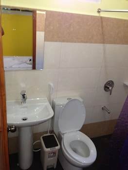 Citrine Tourist Travel Lodge El Nido Bathroom