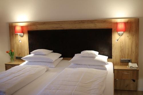 . Sonnenhügel Hotel & Restaurant
