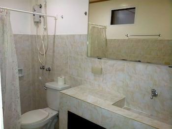 Deparis Beach Resort Boracay Bathroom