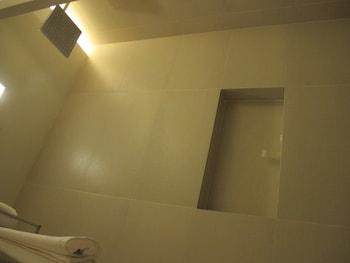 Zerenity Hotel Cebu Bathroom