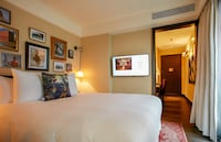 Deluxe Room, 1 King Bed, Business Lounge Access