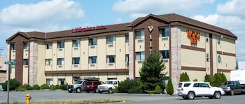 Village Inn & Suites