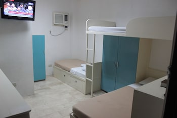 P Hostels and Residences Manila Guestroom