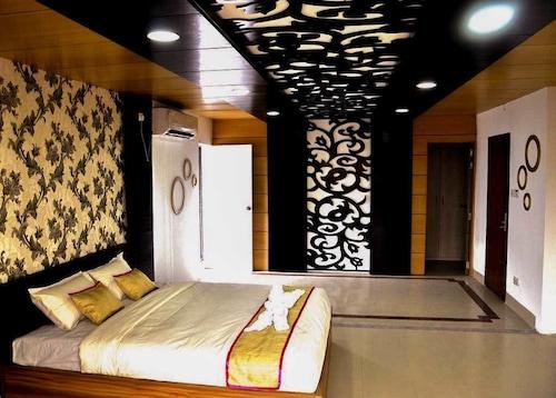Dhaka Premier Hotel, Dhaka