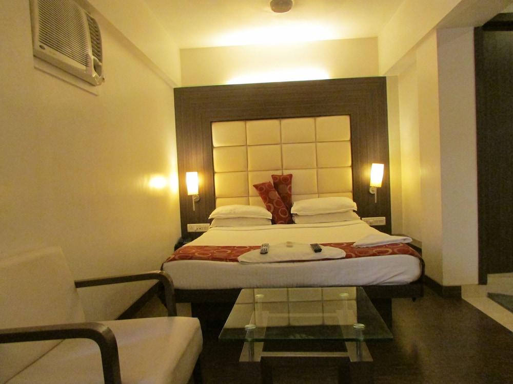 Deluxe Double or Twin Room, Smoking, City View