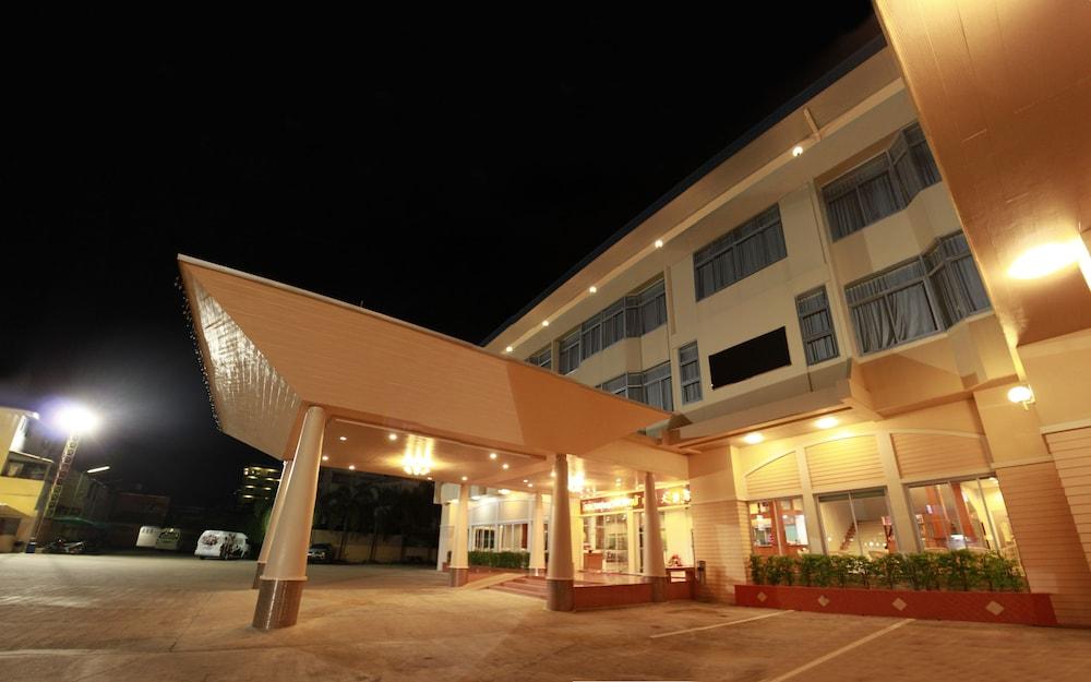 チュンポーン ガーデンズ ホテル