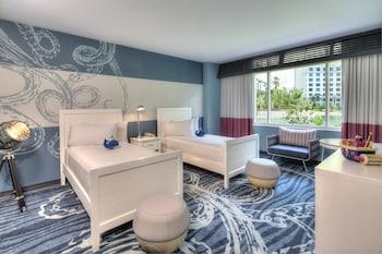 Guestroom at Universal's Loews Sapphire Falls Resort in Orlando