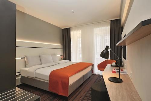 Hamburg - Hyperion Hotel Hamburg - z Warszawy, 23 kwietnia 2021, 3 noce