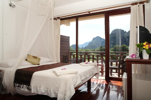 The Elephant Crossing Hotel, Vangvieng