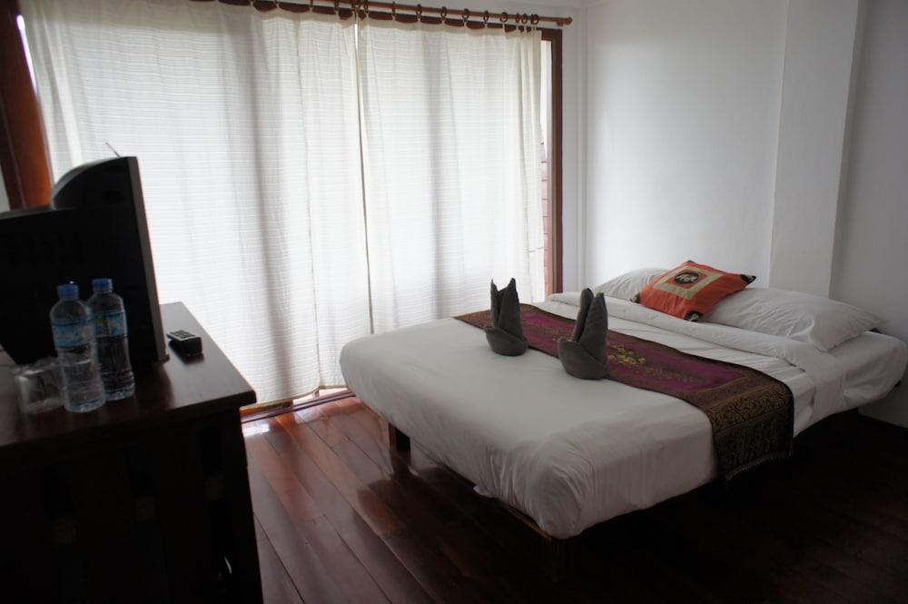https://i.travelapi.com/hotels/12000000/11610000/11606700/11606631/d459cfc7_z.jpg