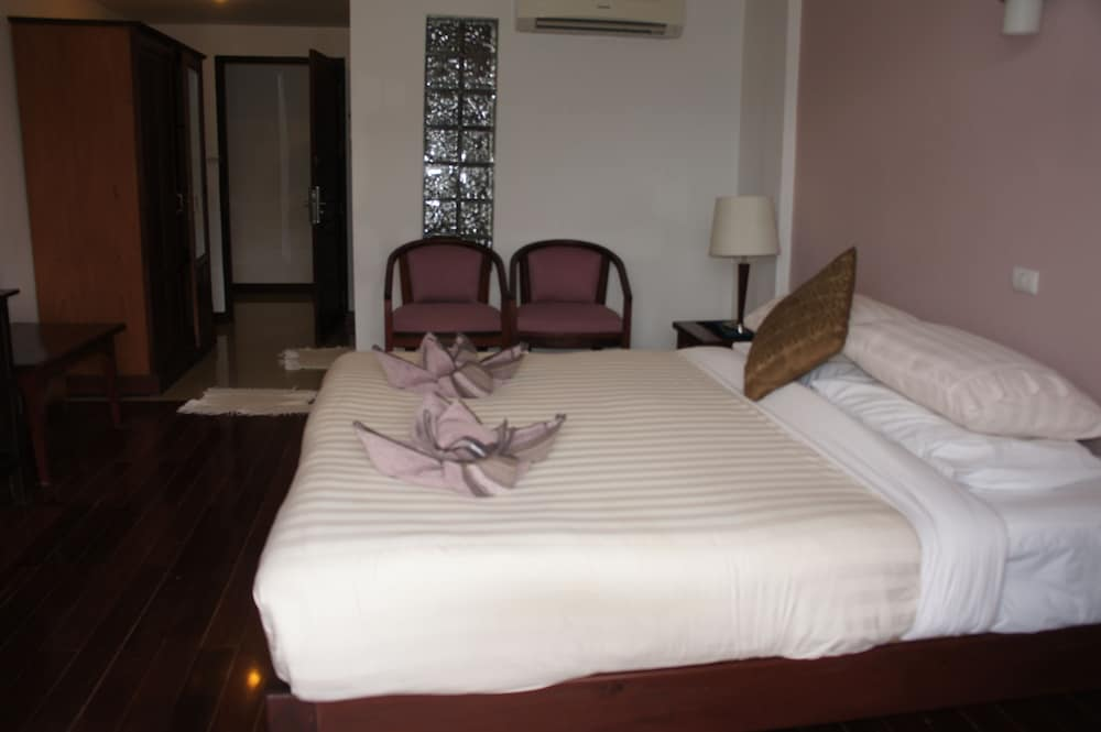 https://i.travelapi.com/hotels/12000000/11610000/11607600/11607584/bfdfc90b_z.jpg