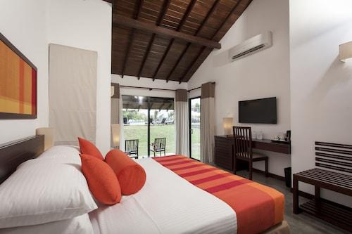 The Calm Resort & Spa, Koralai Pattu (Valachchenai)