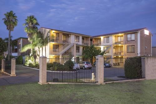 . Burswood Lodge Apartments