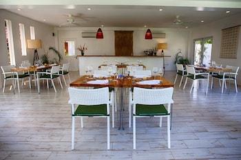 Salaya Beach Houses Negros Oriental Restaurant