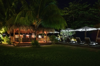 Salaya Beach Houses Negros Oriental Poolside Bar